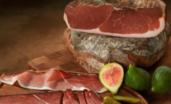 Sūdytų mėsos gaminių rūkymas