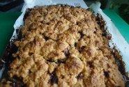Trupininis pyragas su riešutais ir uogiene