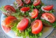 Sumuštinukai su tunu ir daržovėmis