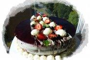Jogurtinis tortas su vasaros uogomis