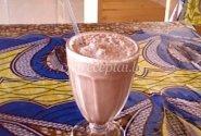 Pieno ir ledų kokteilis su kakava ir cinamonu
