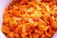 Trinta morkų sriuba su baltos duonos skrebučiais
