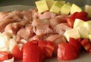 Vištiena su cukinija ir pomidorais