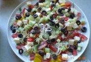 Daržovių salotos su Mozarella sūriu