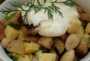 Keptos duonos su pupelėmis salotos