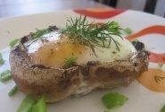 Kiaušiniai pievagrybiuose