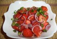 Egzotiškos salotos su braškėmis