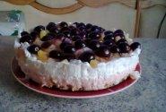 Gaivus tortas su vaisiais ir vyšniomis