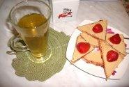 Karšta naminė arbata su vaflių skanėstu