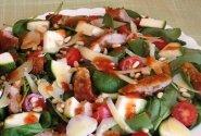 Sočios špinatų salotos su mėsa