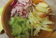 Obuolių, ridikėlių ir salierų  salotos