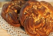 Šventinė spelta miltų ir cinamono duona