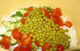 Mišrainė su vyšniniais pomidorais