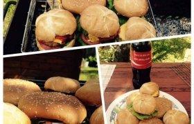 Naminiai mėsainiai su ant grilio kepta mėsyte