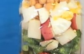 Iškylos salotos su avinžirniais