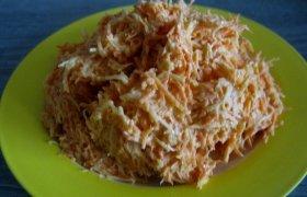 Morkų ir moliūgų salotos su česnaku