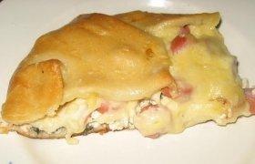 Pyragas su špinatais, dešrelėmis  ir sūriu