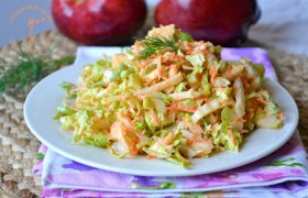 Kininio kopūsto salotos su morka ir obuoliu