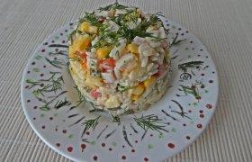 Sočios salotos su vištiena, ryžiais ir daržovėmis