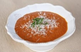 Trinta pomidorų sriuba su sūriu