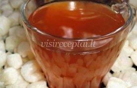 Juodosios arbatos gėrimas su apelsinais