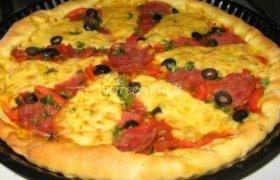 Pica su pomidorais ir dešra