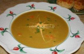 Žirnių su perlinėmis kruopomis sriuba