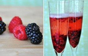 Berry-Infused kokteilis