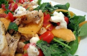 Karštos vištienos salotos