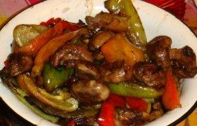 Grilyje keptos salotos su mėsa