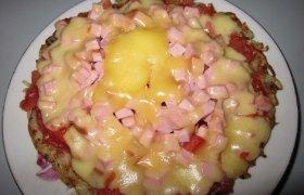 Bulvinė pica su dešrelėm