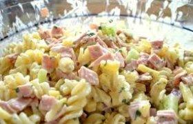 Makaronų salotos su kumpiu