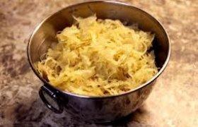 Paprastos raugintų kopūstų salotos