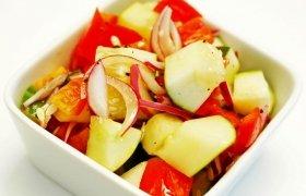 Agurklių ir paprikų salotos
