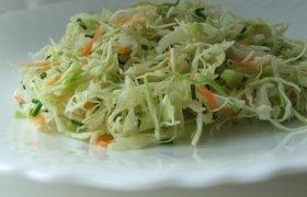 Greitos kopūstų salotos prie mėsos