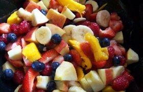 Salotos su vaisiniu užpilu