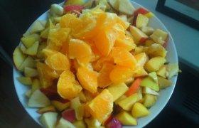 Salotos su mandarinais ir riešutais