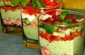 Krevečių salotos su avokadu