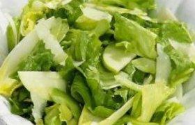 Žaliosios salotos su actu ir aliejumi