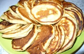 Jogurtiniai blyneliai su bananais
