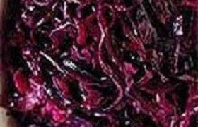 Troškinta veršiena su raudonaisiais kopūstais