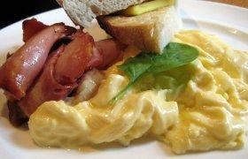 Kiaušinienė su varškės sūriu