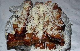 Česnakinė duona su sūriu