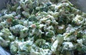 Žiedinių kopūstų ir krabų lazdelių salotos