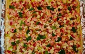 Sluoksniuotos tešlos pica su krevetėmis