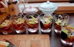 Gaivinantis želė ir vaisių desertas