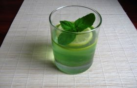 Mėtinė kivių želė su citrina