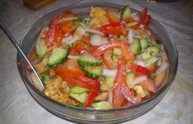 Gaivus salotas su sūriu