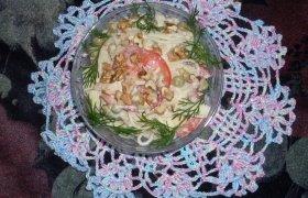 Makaronų salotos su graikiškais riešutais