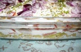 Sluoksniuotos silkės salotos
